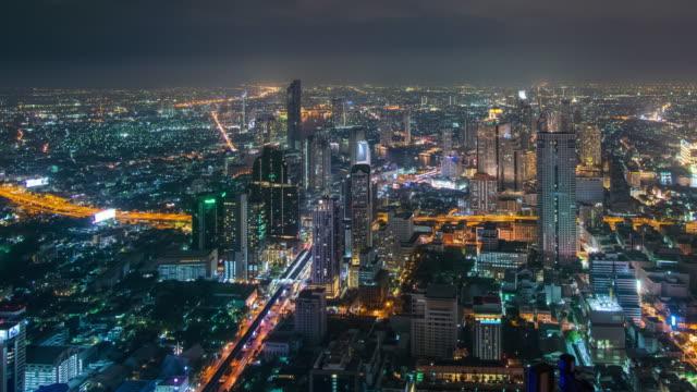 時間の経過と右パン: 夜の時間でバンコクの町並み。 - パン効果点の映像素材/bロール