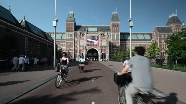 time lapse: approach to the rijks museum - downtown stock videos & royalty-free footage