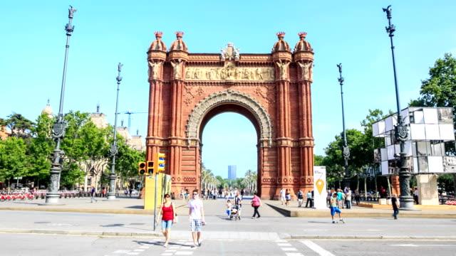 Zeitraffer: Triumphbogen in Barcelona