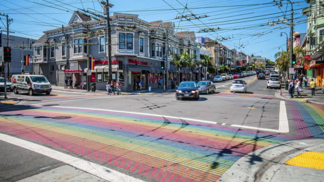 stockvideo's en b-roll-footage met time-lapse op castro district rainbow crosswalk kruising - san francisco california