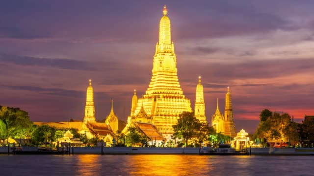 time lapse at dawn temple or wat arun in bangkok during sunset. - bangkok stock videos & royalty-free footage