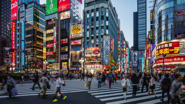stockvideo's en b-roll-footage met time-lapse bij shinjuku in de schemering - shibuya shibuya station
