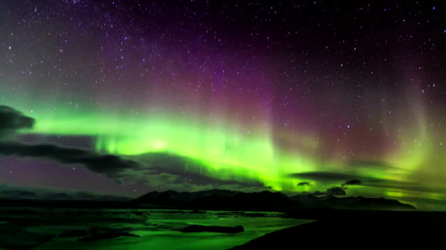 time lapse in hd: aurora sul ghiacciaio laguna - astronomia video stock e b–roll