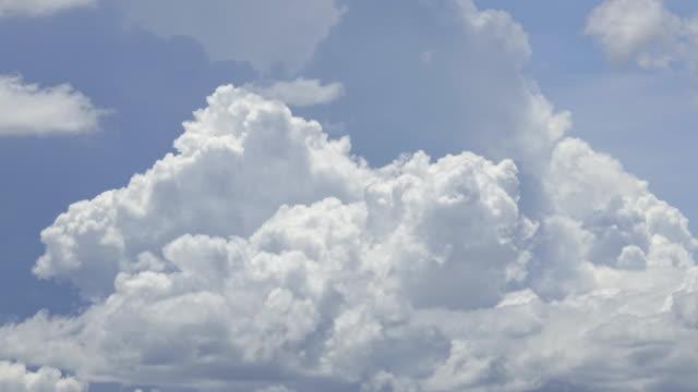 Zeitraffer: schöne Wolken