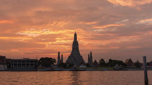 4k time lapse : beautiful pagoda at wat arun with beautiful sky in bangkok. - tourism stock videos & royalty-free footage