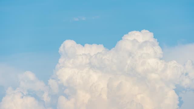 time lapse beautiful sky clouds - nube temporalesca video stock e b–roll