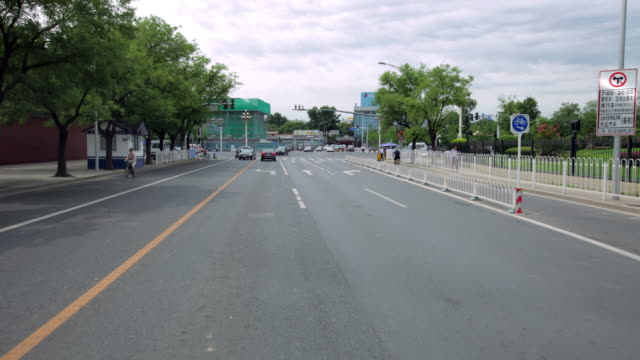 time lapse. beijing. busy traffic from perspective of a car. pass by tian'anmen west - tiananmen square点の映像素材/bロール