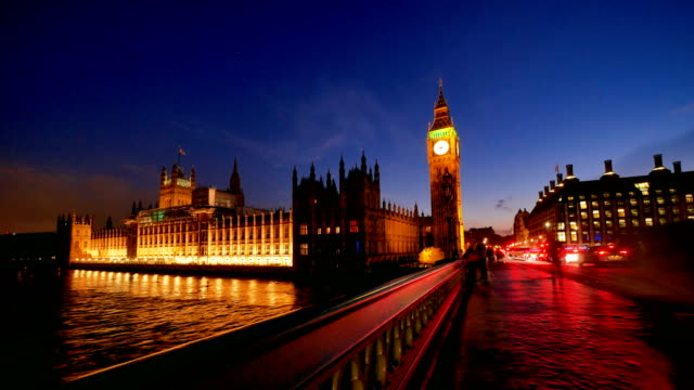 stockvideo's en b-roll-footage met 4k time lapse big ben en westminster abbey in londen, uk - westminster abbey