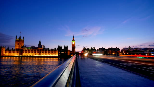 4k time lapse big ben and westminster abbey in london, uk - governo video stock e b–roll