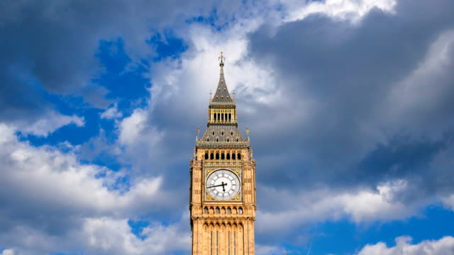 4K time lapse Big Ben & Trafalgar square in London, UK