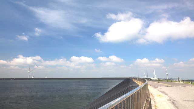 vídeos de stock e filmes b-roll de time lapse blue sky and cloud over the dam. - água parada