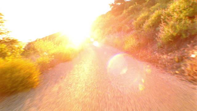 vídeos de stock, filmes e b-roll de blur time lapse car point of view driving winding mountain road at high speed / salt lake city, utah, usa - superexposto
