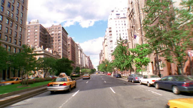 time lapse car point of view going up park avenue + turning corner to go down lexington avenue / nyc - 車の視点点の映像素材/bロール