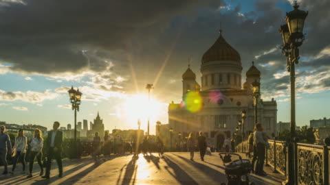 vidéos et rushes de laps de temps de 4k - cathédrale du christ-sauveur. célèbre place de moscou. russie. - moscow russia