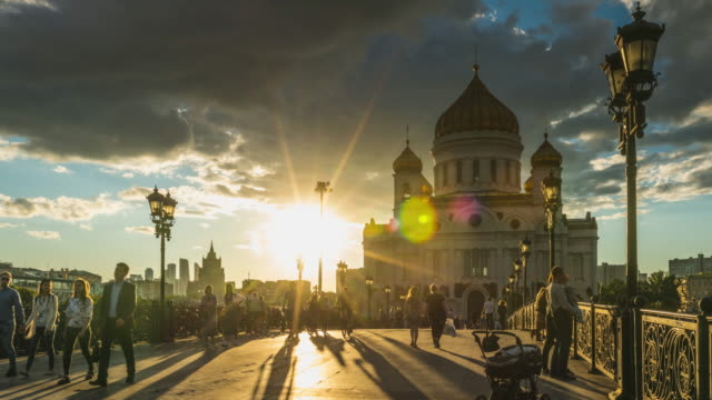 vídeos de stock e filmes b-roll de 4k time lapse - cathedral of christ the saviour. famous place of moscow. russia. - rússia