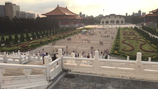 time lapse: chiang kaishek memorial hall, taiwan - chiang kaishek memorial hall stock videos & royalty-free footage