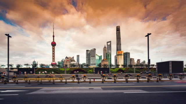time lapse -china shanghai lujiazui finance and trade zone - 上海環球金融中心点の映像素材/bロール