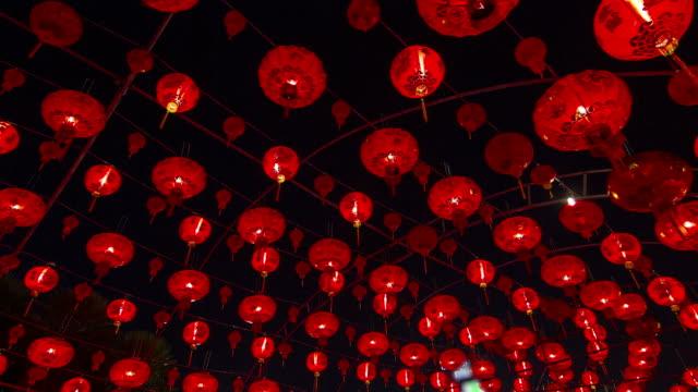 zeitraffer: chinesische laterne in der nacht-szene - chinesisches laternenfest stock-videos und b-roll-filmmaterial