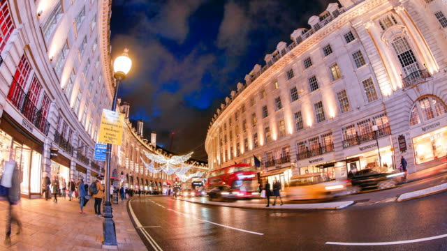 4k zeitraffer weihnachten & shopping in der oxford street, london - förderleitung stock-videos und b-roll-filmmaterial