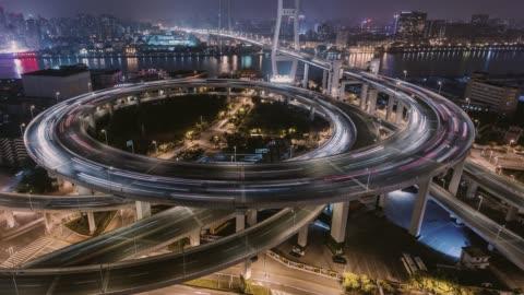 time lapse - city trafik av shanghai nattetid (tu) - förändring bildbanksvideor och videomaterial från bakom kulisserna