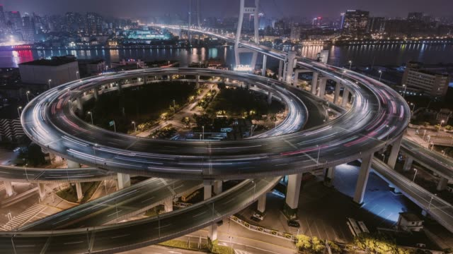 time lapse- city traffic of shanghai at night (tu) - cambiamento video stock e b–roll