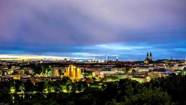HD Time Lapse: Cityscape Dusk