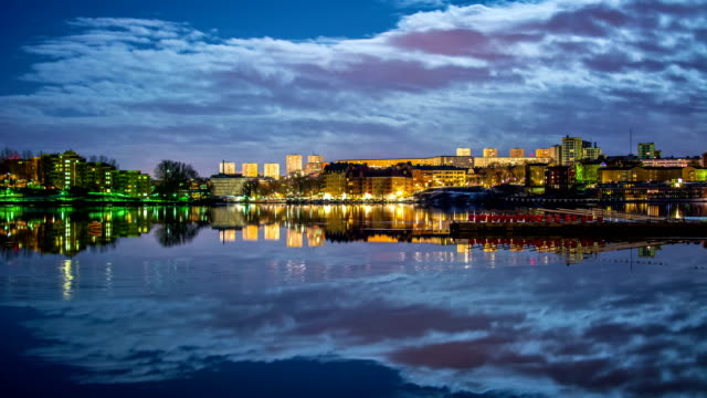 HD Time Lapse: Cityscape Reflections