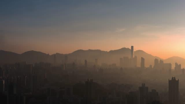4k zeitraffer: stadtbild zeitraffer in der nacht in hong kong.hong kong - video - central bezirk hongkong stock-videos und b-roll-filmmaterial