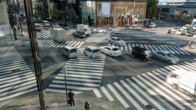 vídeos de stock e filmes b-roll de 4k time lapse clip crowd and car, cross-walk ginza  traffic,japan-tokyo city - veículo terrestre comercial