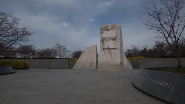 time lapse clips of the martin luther king jr memorial in washington dc usa on wednesday february 28 2018 - männliche figur stock-videos und b-roll-filmmaterial