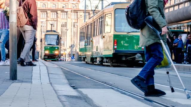 stockvideo's en b-roll-footage met time lapse close-up te voet: routine leven van de europese mensen gaan werken in de ochtend. met de tram auto van de stad. - finland