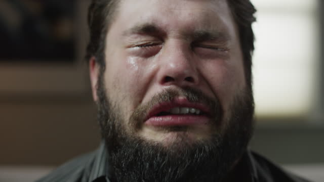 vídeos de stock e filmes b-roll de time lapse close up shot of bearded man talking and crying / orem, utah, united states,  - displeased