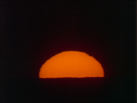time lapse close up sunset over ocean - beliebiger ort stock-videos und b-roll-filmmaterial