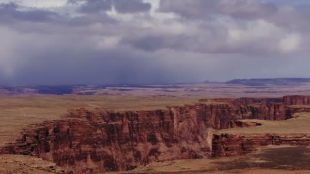 vidéos et rushes de time lapse clouds cross the grand canyon national park in arizona. - monument valley