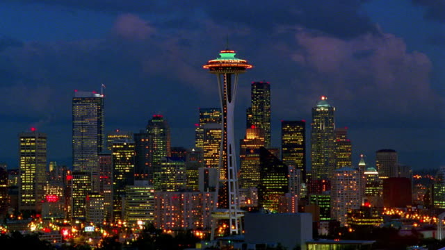 time lapse clouds over seattle skyline with space needle at night / washington - space needle bildbanksvideor och videomaterial från bakom kulisserna