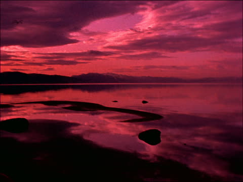 time lapse clouds over silhouette of lake / lake tahoe, california - romantische stimmung stock-videos und b-roll-filmmaterial