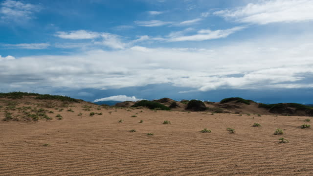 stockvideo's en b-roll-footage met time lapse: clouds passing through beautiful blue sky over valley of sand dunes - droog