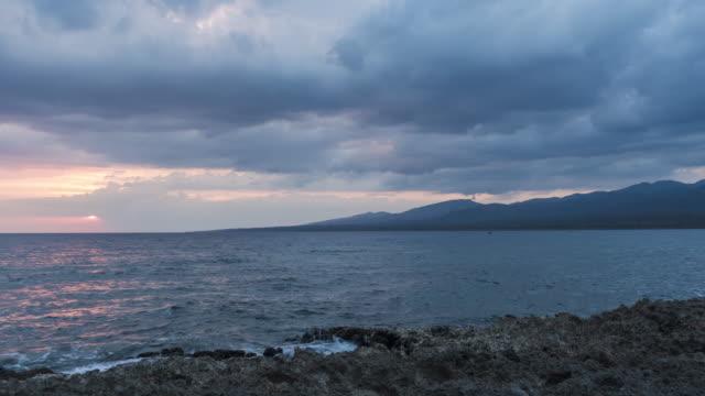 time lapse cloudy day sunset on caribbean sea looks like alien landscape. waves breaking on the rocks. - ラボカ点の映像素材/bロール