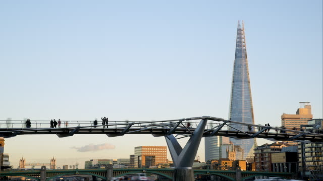 ls   time lapse commuters and tourists on millenium bridge - footbridge stock videos & royalty-free footage