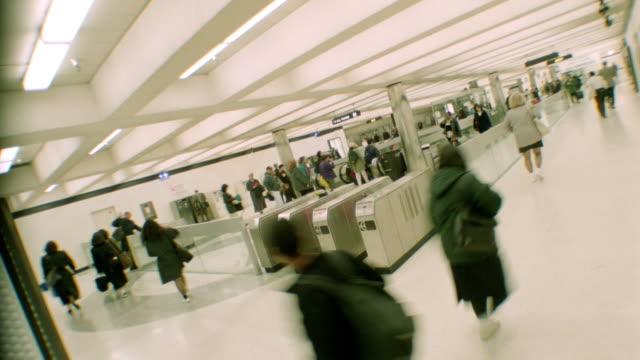 vídeos y material grabado en eventos de stock de canted time lapse commuters walking around subway station ((bart) / san francisco, ca - bart