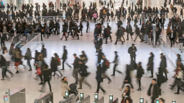 vídeos de stock e filmes b-roll de time lapse crowd of passenger and tourist walking in subway station - cidadão