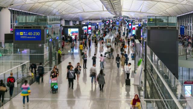 香港の空港出発エリアで人々のタイムラプス群衆 - 香港国際空港点の映像素材/bロール