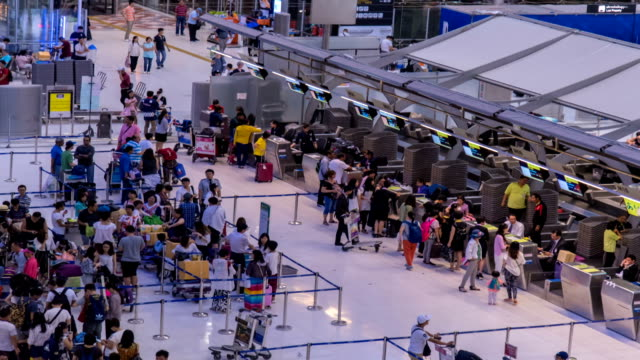 HD Time Lapse : Crowd of traveller at airport check in