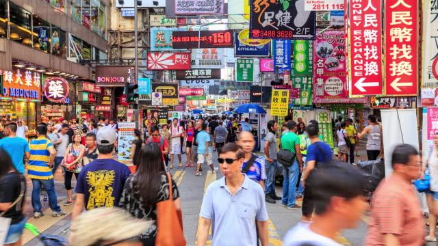 stockvideo's en b-roll-footage met time-lapse: menigte mensen lopen een markt - markt