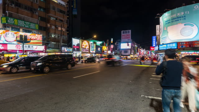 4k time lapse: crowd shilin night market in taipei city, taiwan. zoom in shot - night market stock videos & royalty-free footage