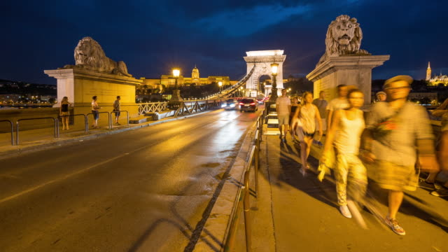 time lapse, crowd walking at chain bridge at dusk, budapest - 14th century bc stock videos & royalty-free footage