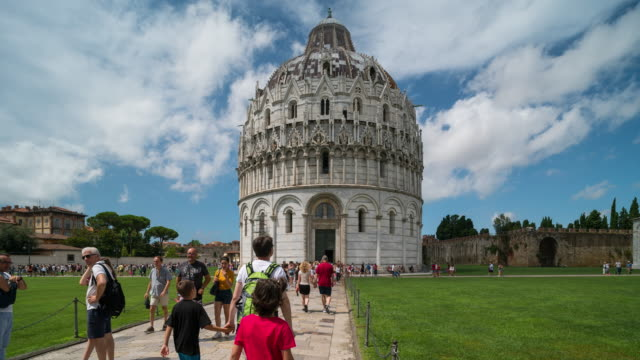 time lapse, crowd walking at piazza dei miracoli, pisa, italy - 14th century bc stock videos & royalty-free footage