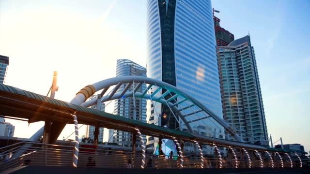 Tijd Lapse D2N stadsgezicht met dramatische hemel bij centrum van Bangkok