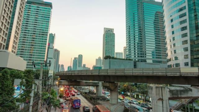 昼から夜への時間の経過と劇的な空の街、バンコクのダウンタウン - ロマンチックな空点の映像素材/bロール