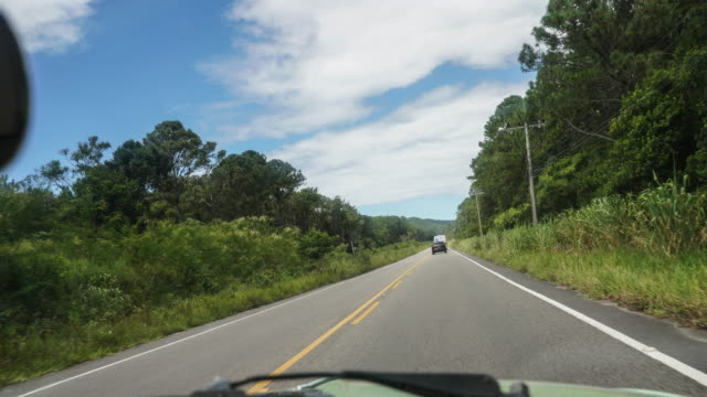 vídeos de stock, filmes e b-roll de time lapse da perspectiva do passageiro de um carro na ilha de florianópolis - perspectiva do passageiro